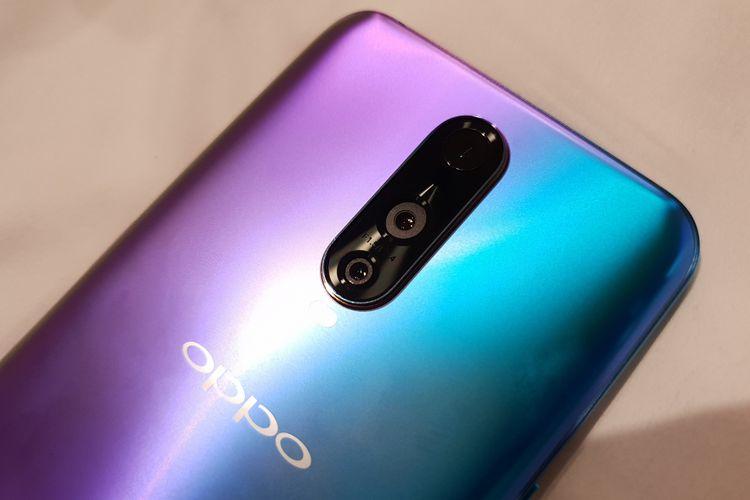 Oppo R17 Pro memiliki tiga kamera belakang. Masing-masing kamera memiliki konfigurasi 20 megapiksel dengan penstabil gambar (OIS), 12 megapiksel di kamera sekunder, dan lensa 3D Stereo Camera yang digunakan untuk memberikan efek realitas ganda atau augmented reality (AR).