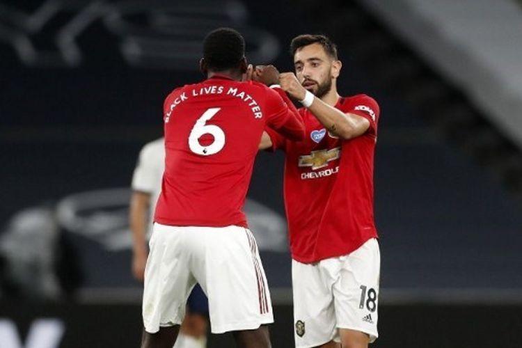Paul Pogba dan Bruno Fernandes dalam laga Tottenham vs Manchester United.