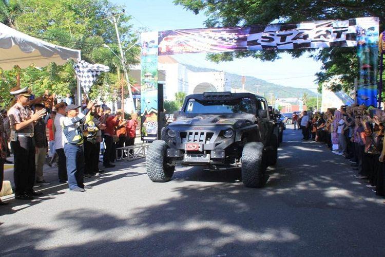 Antusias warga sekitar dan peserta saat memulai Touring Jelajah Wisata Sulawesi.
