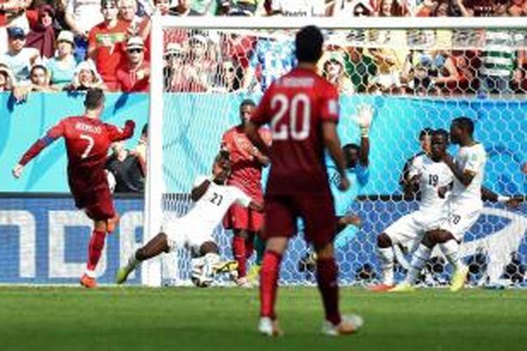 Proses gol yang diciptakan penyerang Portugal, Cristiano Ronaldo, ke gawang Ghana.