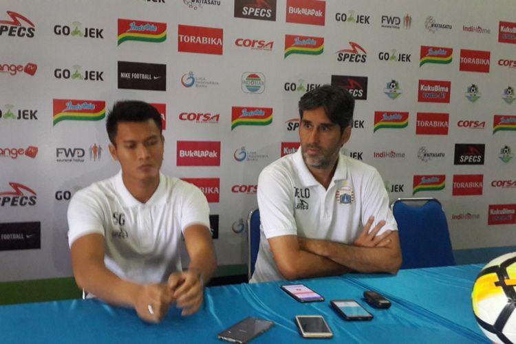 Pelatih Persija Jakarta, Stefano Cugurra Teco (kanan) saat konferensi pers di Kantor Arema FC, Sabtu (4/8/2018).
