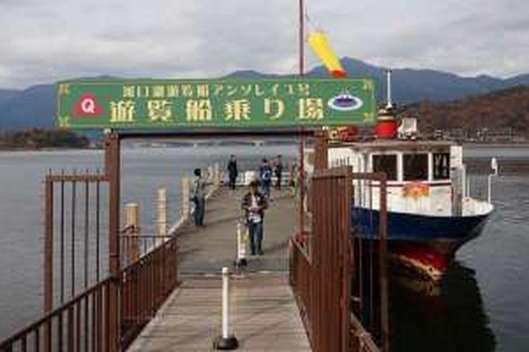 Mengelilingi Danau Kawaguchiko di Prefektur Yamanashi, Jepang, Rabu (30/11/2016).