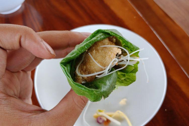 Gurame Parahyangan, salah satu ragam kreasi kuliner Nusantara yang ada di Resto Bumi Sampireun, Ciawi, Bogor,  Kamis (16/8/2018).