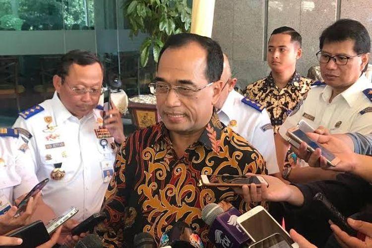 Menteri Perhubungan (Menhub) Budi Karya Sumadi di lingkungan Kementerian Perhubungan, Jakarta Pusat, Senin (10/6/2019).