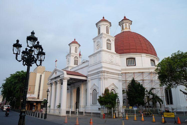 Gereja Blenduk dengan Kubah Bulat Khas