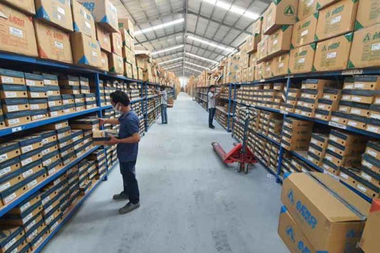 Dengan keberhasilan memanfaatkan e-commerce, saat ini Aerostreet memiliki gudang dan tim produksi sendiri.