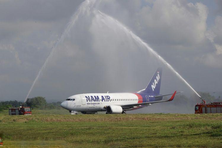 Nam Air rute Jakarta Banyuwangi mendarat pertama kali di Bandara Blimbingsari Jumat (16/6/2017)