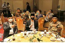 Foto Emil Dardak Pose 2 Jari Bersama Machfud-Mujiaman Diminta Tak Dipolitisasi