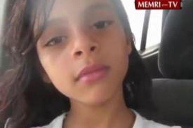 Gadis belia asal Yaman, Nada al-Ahdal (11 tahun), mempertaruhkan nyawanya dan melarikan diri ke perlindungan pamannya demi menghindar dari pernikahan paksa yang diatur orang tuanya sendiri.