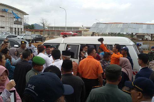 Isak Tangis Keluarga Pecah Saat Pegawai RSBT Korban Lion Air Tiba di Bandara Depati Amir