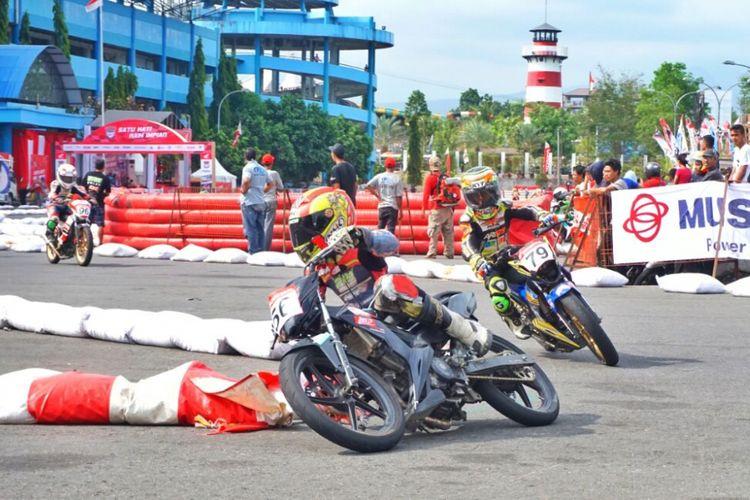 Para pembalap seri terakhir HDC 2018 saat menjalani Qualifying Time Trial (QTT)  di lintasan halaman Stadion Maguwoharjo Sleman