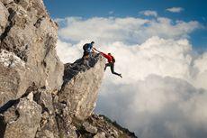 Seorang Pendaki Ditemukan Tewas Terjatuh Usai Unggah Foto di Tebing