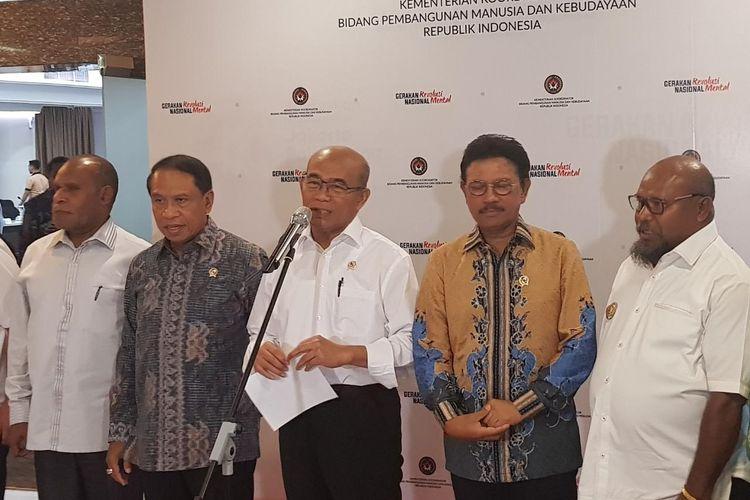 Menko PMK Muhadjir Effendy didampingi Menpora Zainudin Amali dan Menkominfo Johnny G. Plate usai rapat persiapan PON ke-XX di Papua, di Kantor Kemenko PMK, Jakarta, Kamis (5/3/2020).