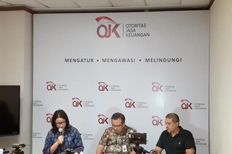 Juru Bicara OJK Sekar Putih Djarot membacakan hasil Rapan Dewan Komisioner (RDK) OJK di Jakarta, Jumat (29/11/2019).