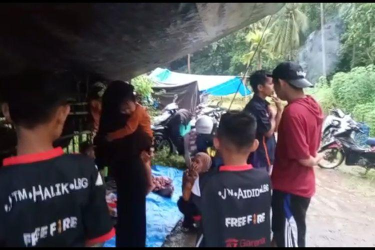 Warga Majene Mengungsi Ke Dataran Tinggi Pasca Gempa