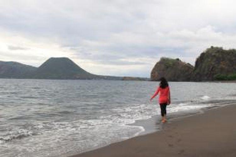 Wisatawan di Laut Flores, Nusa Tenggara Timur