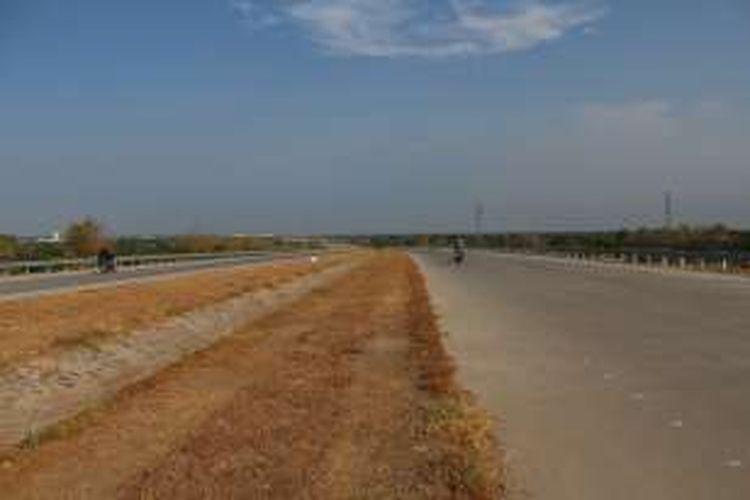 Jalan Tol Gempol - Pasuruan Seksi I wilayah Rembang. Pembangunan Seksi I masih belum selesai 100 persen karena terkendala lahan