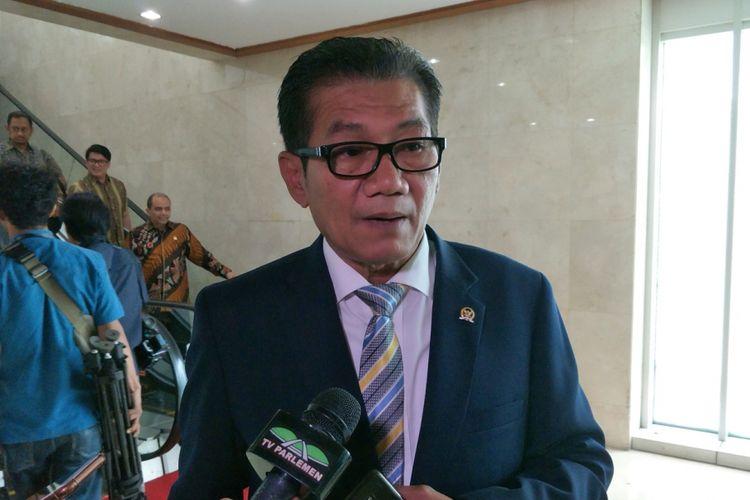 Ketua Pansus Hak Angket KPK Agun Gunanjar Sudarsa seusai Rapat Paripurna ke-18 masa persidangan III tahun sidang 2017-2018 di Kompleks Parlemen, Senayan, Jakarta, Rabu (14/2/2018).