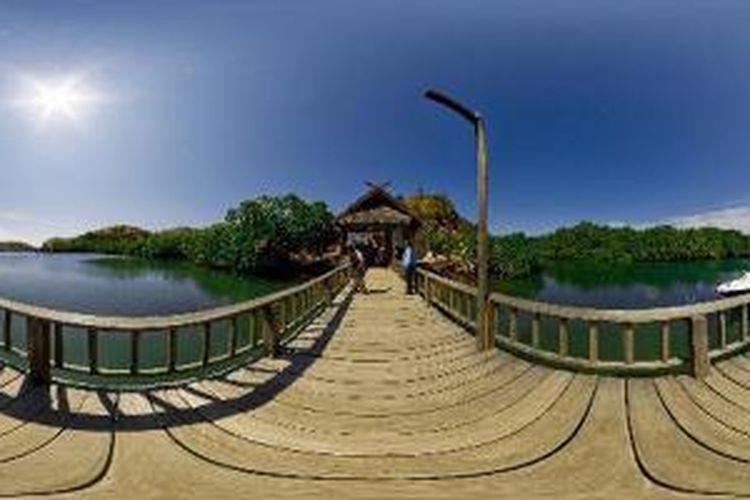 Dermaga Loh Buaya yang berada di Pulau Rinca, Kecamatan Komodo, Manggarai Barat, Nusa Tenggara Timur, Senin (4/6/2012). Pulau Rinca merupakan salah satu habitat reptil purba Komodo. Berdasarkan data pada 2010 di pulau ini terdapat 1.336 ekor Komodo, sedangkan 1288 ekor di Pulau Komodo, 86 di Pulau Nusa Kode, dan 83 di Pulau Gili Motang.