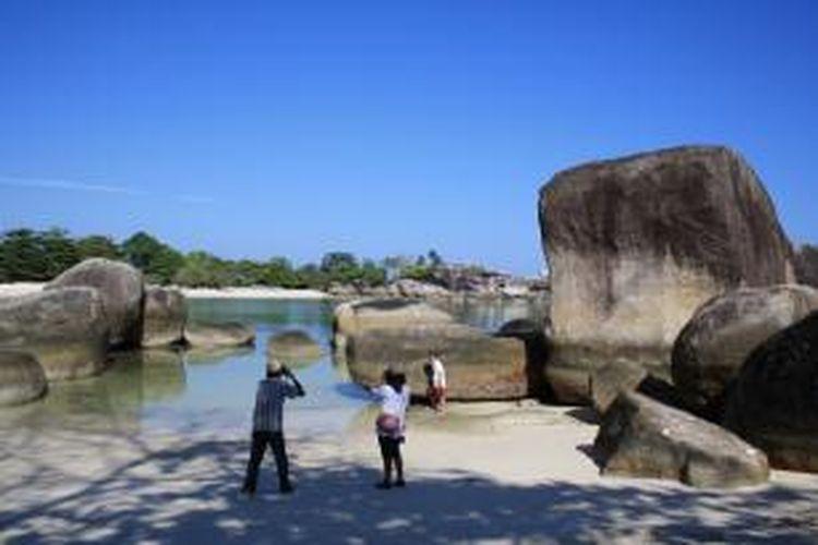 Pantai Tanjung Tinggi di Belitung.