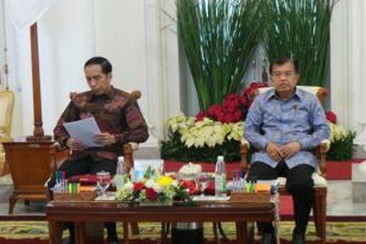 Presiden Joko Widodo saat membuka sidang kabinet paripurna di Istana Bogor, Jawa Barat, Selasa (8/12/2015).