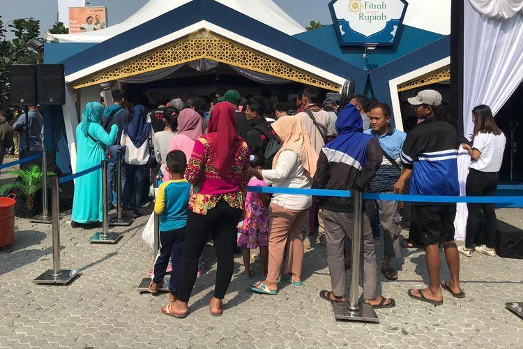 Lokasi penukaran uang yang dibuka Bank Indonesia di KM 57 Tol Jakarta-Cikampek, Rabu (27/5/2019).