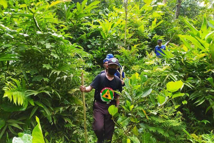 Pencarian orang hilang di hutan Desa Jingkang, Kecamatan Ajibarang, Kabupaten Banyumas, Jawa Tengah.