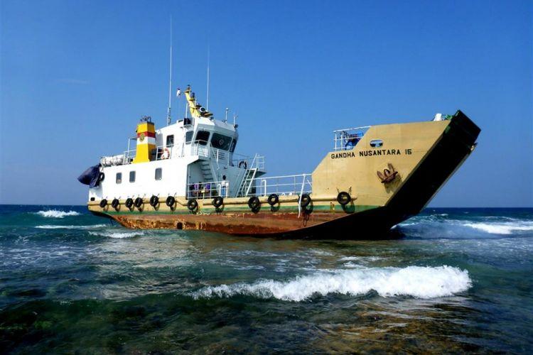 Kapal Gandha Nusantara 15 kandas di perairan Pulau Pari, Kepulauan Seribu pada Sabtu (5/5/2018) lalu