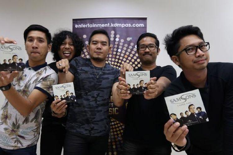 Grup band Samsons mengenalkan single terbaru mereka yang berjudul I Love You di Gedung Kompas Gramedia, Palmerah Barat, Jakarta, Senin (16/1/2017).