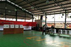 Unik, TPS di Bekasi Mengusung Tema Sepak Bola dan Pakai Lapangan Futsal