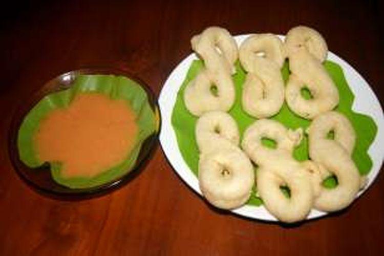 Gorengan tuli-tuli merupakan ciri khas salah satu gorengan yang ada di Pulau Buton, Sulawesi Tenggara. Gorengan ini sangat nikmat bila disantap bersama keluarga dan keluarga.