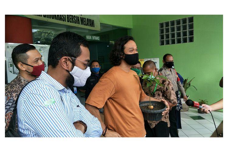 Dwi Sasono dinyatakan bebas usai direhabilitasi di RSKO Cibubur, Jakarta Timur, Jumat (27/11/2020).
