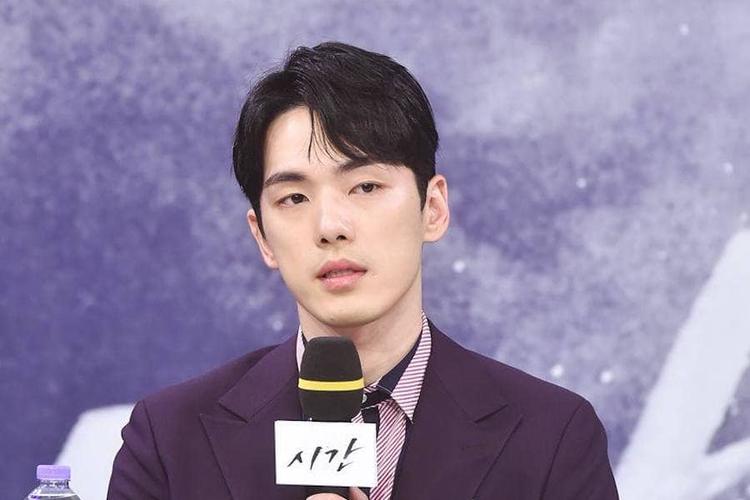 Aktor asal Korea Selatan, Kim Jung Hyun saat memutuskan keluar dari drama Time pada Agustus 2018