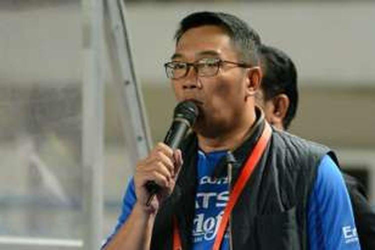 Wali Kota Bandung Ridwan Kamil saat berpidato dihadapan suporter Persib di Stadion Gelora Bandung Lautan Api, Sabtu (18/6/2016)