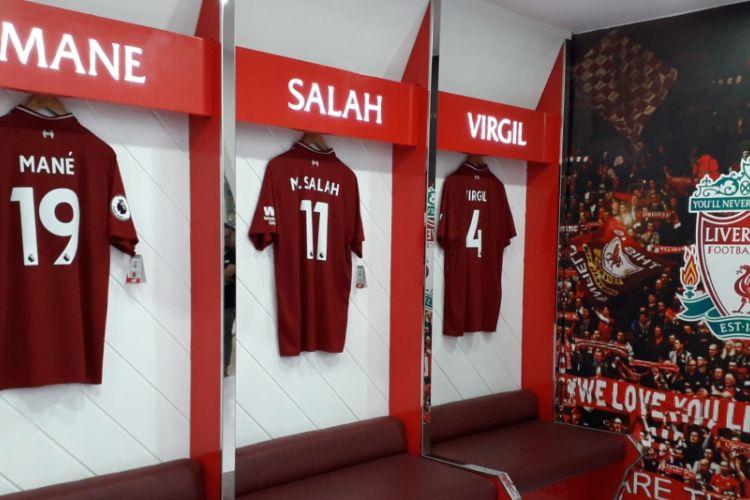 Miniatur ruang ganti Liverpool yang bisa ditemui di booth produsen ban Falken di GIIAS 2018.