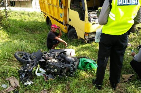 Seorang Pengendara Motor Kritis Tertabrak Truk yang Melaju Ugal-ugalan