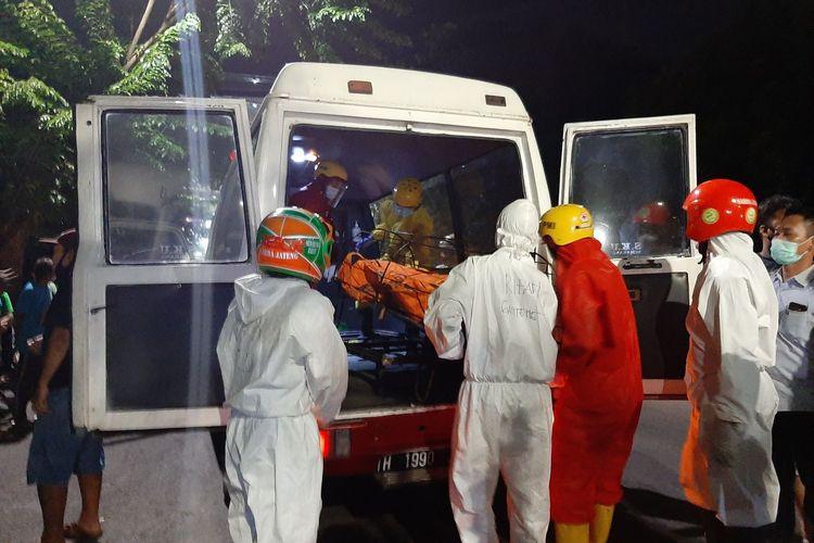 Seorang pria paruh baya ditemukan tewas di dalam mobil di tepi Jalan Veteran, tepatnya di depan SDN Bendungan Kota Semarang pada Senin (16/11/2020) malam.