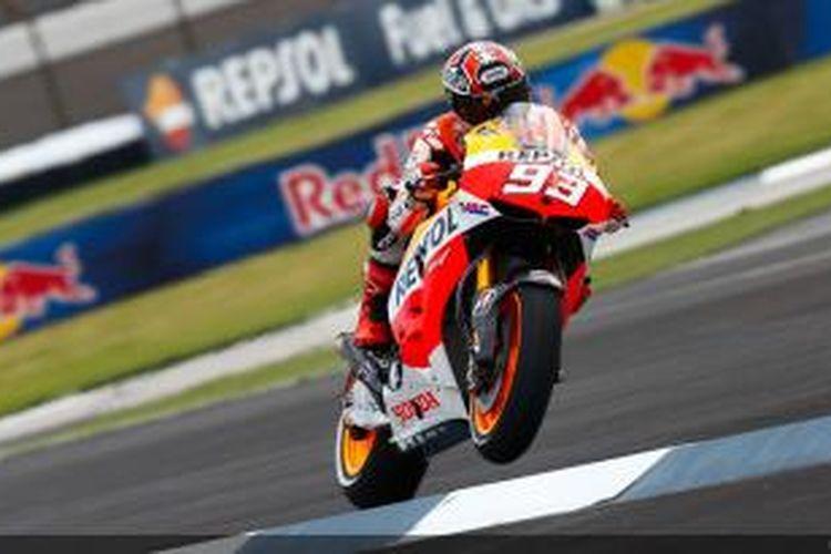 Pebalap Honda asal Spanyol, Marc Marquez memacu motornya pada sesi latihan bebas pertama GP Indianapolis di Sirkuit Indianapolis Motor Speedway, Jumat (16/8/2013).