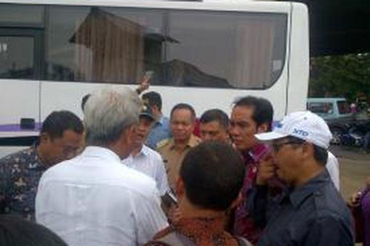 Wali Kota Jakarta Timur Bambang Musyawardana menerima kedatangan anggota Komisi V DPR dalam kunjungan ke BWSCC di Jakarta Timur. Selasa (1/12/2015)