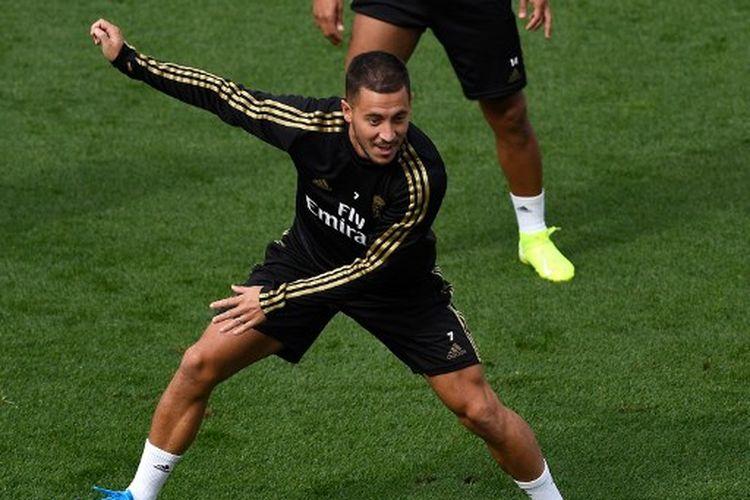 Pemain Real Madrid, Eden Hazard, mengikuti latihan Real Madrid menjelang pertandingan menghadapi Sevilla yang digelar di pusat latihan Ciudad Real Madrid, Valdebebas, 21 September 2019. (Photo by PIERRE-PHILIPPE MARCOU / AFP)