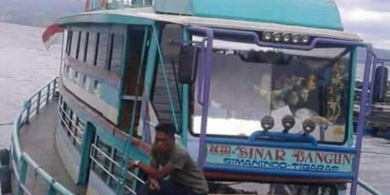 Kapal motor Sinar Bangun saat belum berlayar beerapa waku lalu sandar di Pelabuhan Simanindo, Kabupaten Samosir.