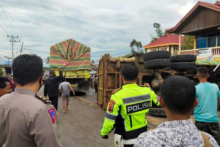 Kecelakaan maut antara truk dengan 5 sepeda motor sebabkan satu orang tewas, Rabu (17/3/2021) sore