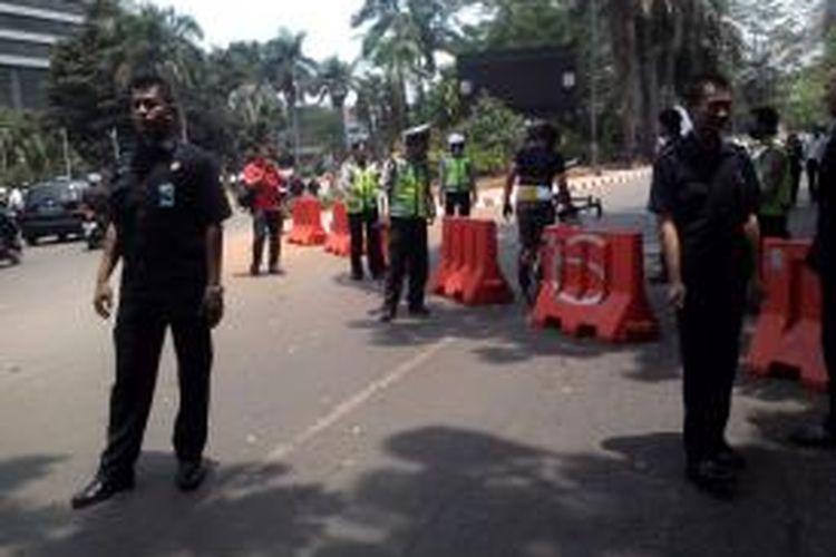 Jelang Pawai Budaya Syukuran Rakyat, Jalan Sudirman ditutup pukul 11.00, Senin (20/10/2014).