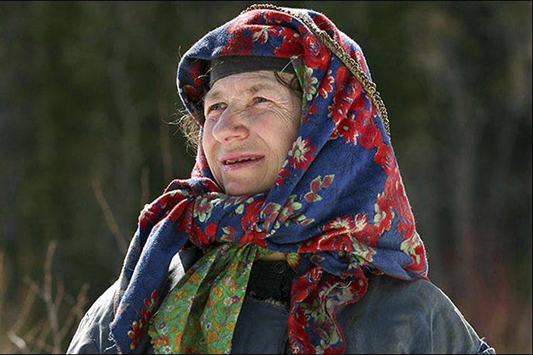Agafya Lykova, wanita yang hidup sebatang kara di pedalaman hutan Siberia, Rusia. Dia adalah penyintas terakhir dari keluarga yang hendak dibantai Stalin pada 1936.