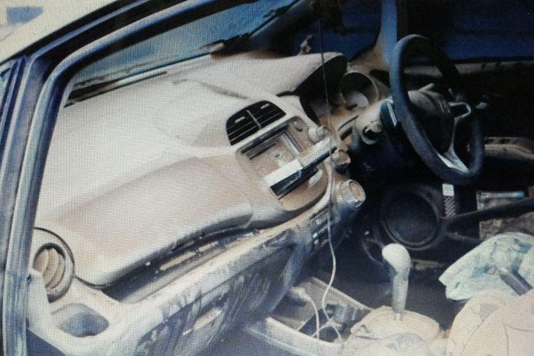 Kondisi interior mobil yang baru habis terendam banjir.