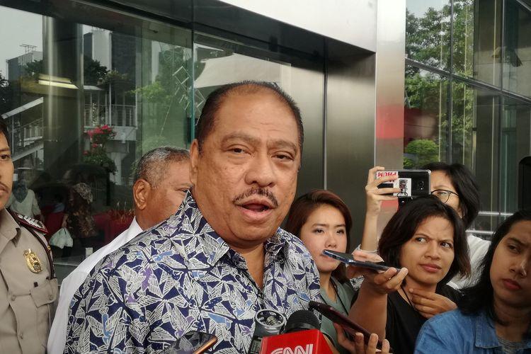 Anggota DPR Melchias Marcus Mekeng usai diperiksa di Gedung Merah Putih KPK, Jakarta, Senin (24/6/2019).