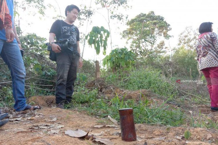 Botol penanda, di mana titik Presiden Joko Widodo mencari feeling ibu kota baru dan menghentakkan kaki di Gunung Mas, Kalimantan Tengah