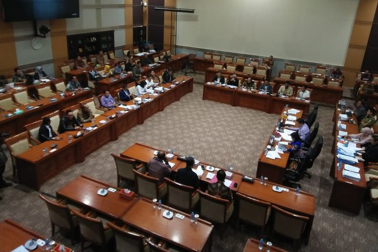 Komisi III DPR menggelar rapat dengan Menteri Hukum dan HAM Yasonna Laoly dan Kementerian Aparatur Negara dan Reformasi Birokrasi (PAN-RB) di Kompleks Parlemen, Senayan, Jakarta, Kamis (27/6/2019)