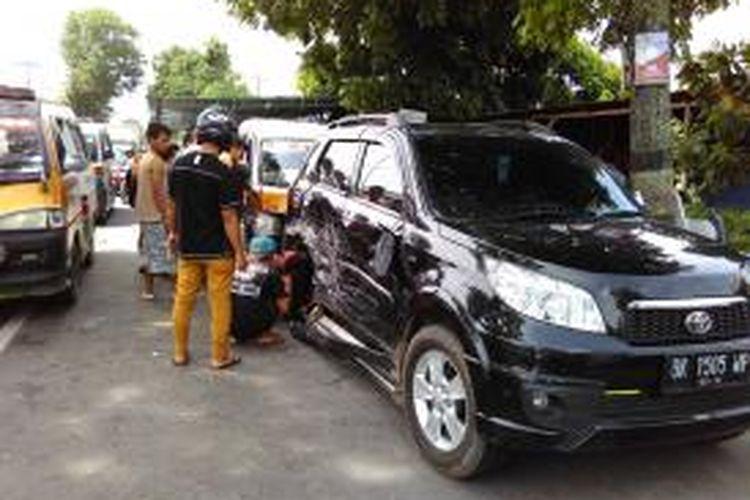 Lokasi kejadian kecelakaan lalu lintas di Jalan Medan, Pematangsiantar,Sumatera Utara, Sabtu (23/5/2015).