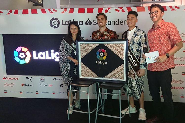 Peresmian La Liga musim 2019-2020 oleh Rodrigo Gallego, Delegate of La Liga Global Network Indonesia,  dengan memakai tema Batik Parang di Jakarta, Selasa (3/9/2019) .